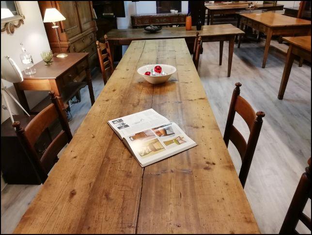 Lange antieke eettafel